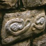 Las serpientes una de las 15 piezas talladas en la entrada de la fortaleza de Kuelap