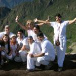 Grupo en la cima del Wayna Picchu - Peru A Travel