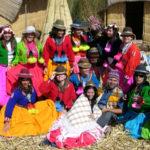 Fiesta y color en los Uros
